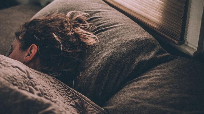 Es gibt viele mögliche Gründe, wieso du schlecht schlafen kannst.