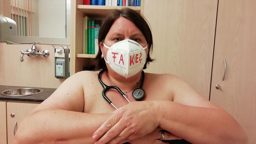 Ärzte protestieren nackt: Ihnen geht die Schutzkleidung aus