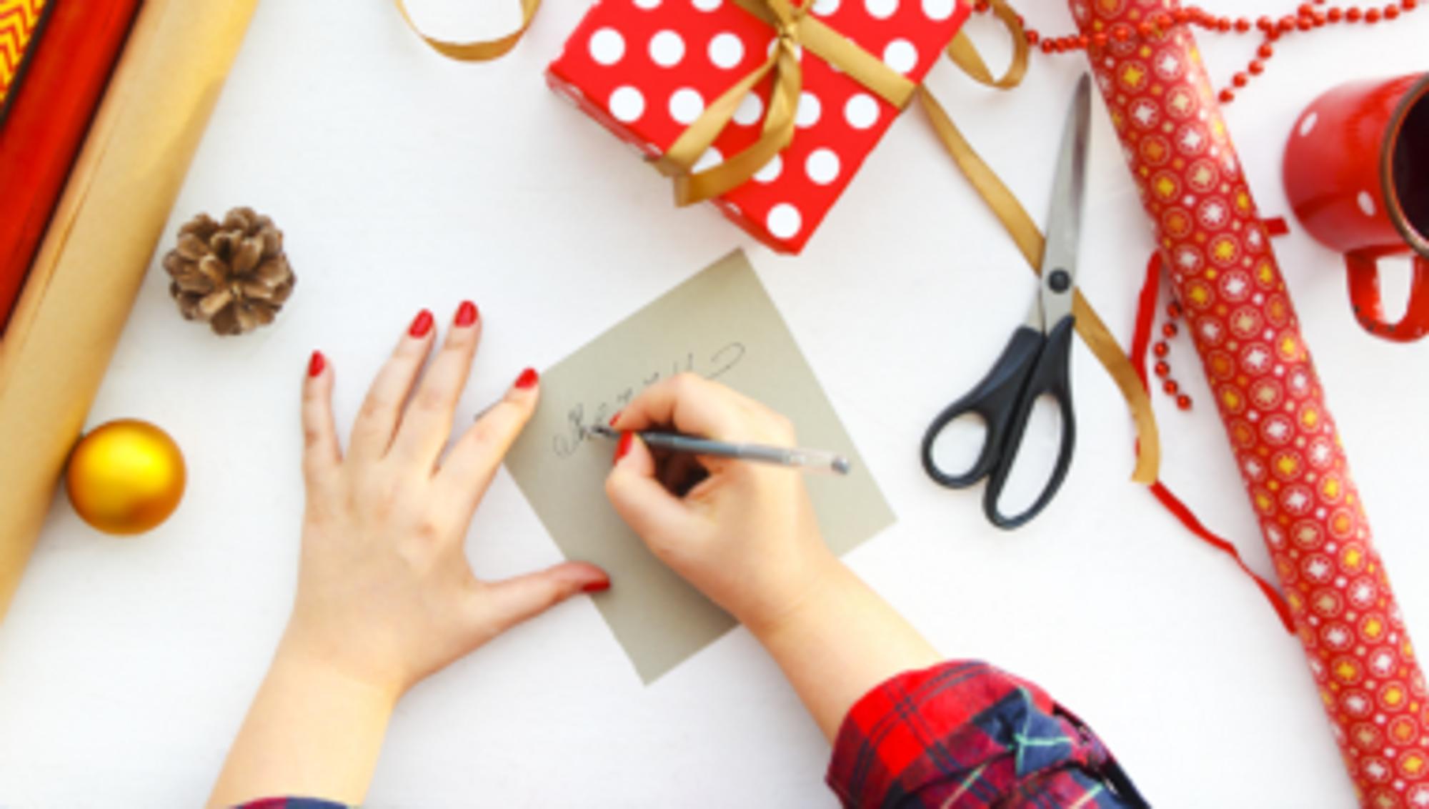Moderne Weihnachtskarten Basteln.Weihnachtskarte Gestalten Mit Bügelperlen 5 Inspirationen Missmadeit