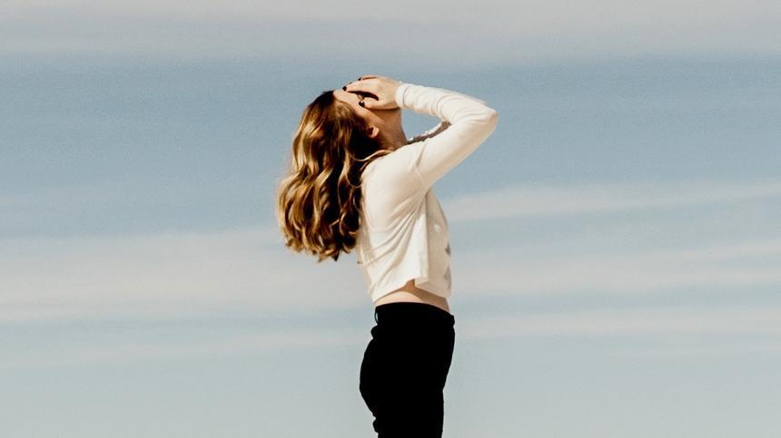 Oft sind es die Frauen, die in einem Streit viel zu emotional reagieren. Männer bleiben da sachlicher. Dreh den Spieß doch einfach mal um!