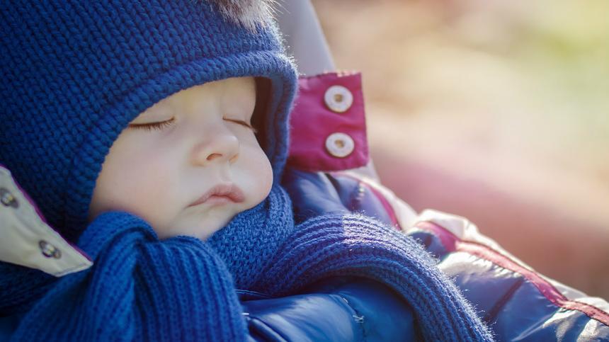 Frische Luft wirkt bei Baby-Schnupfen wahre Wunder