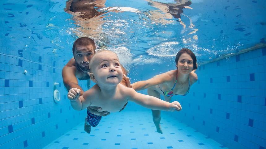 Ist Babyschwimmen sinvoll?