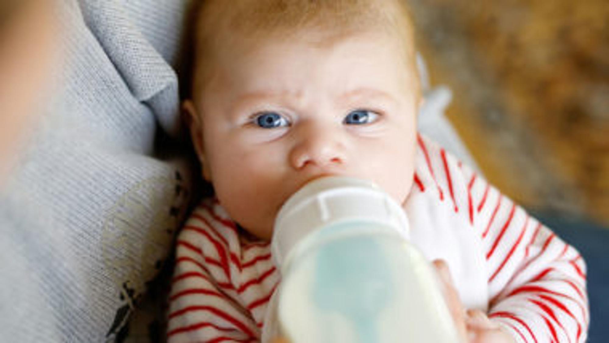 Babyflaschen sterilisieren muss sein, damit die Nahrungsaufnahme fürs BAby nicht schädlich wird