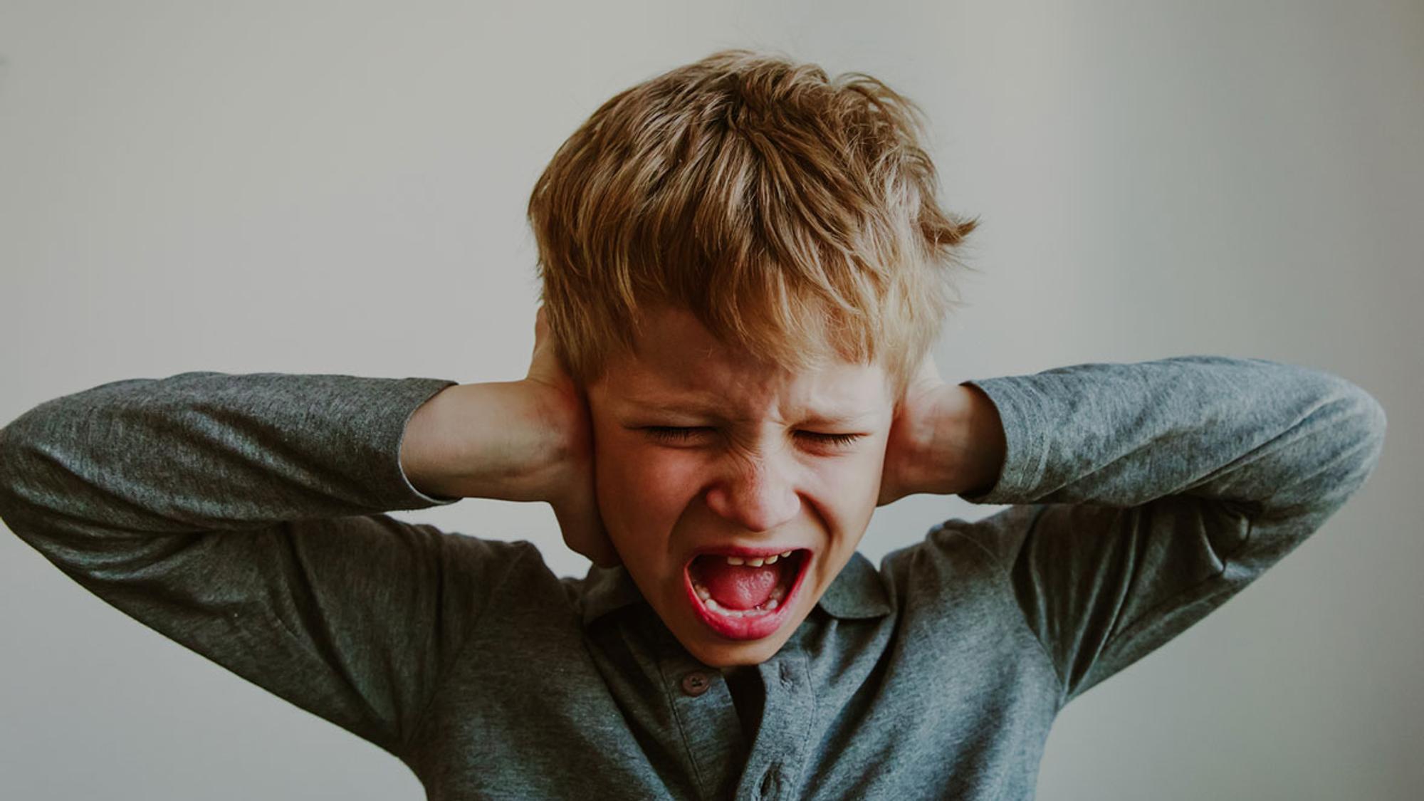 Auch so zeigt sich eine Wahrnehmungsstörung: Kindern  können lärmempfindlich sein