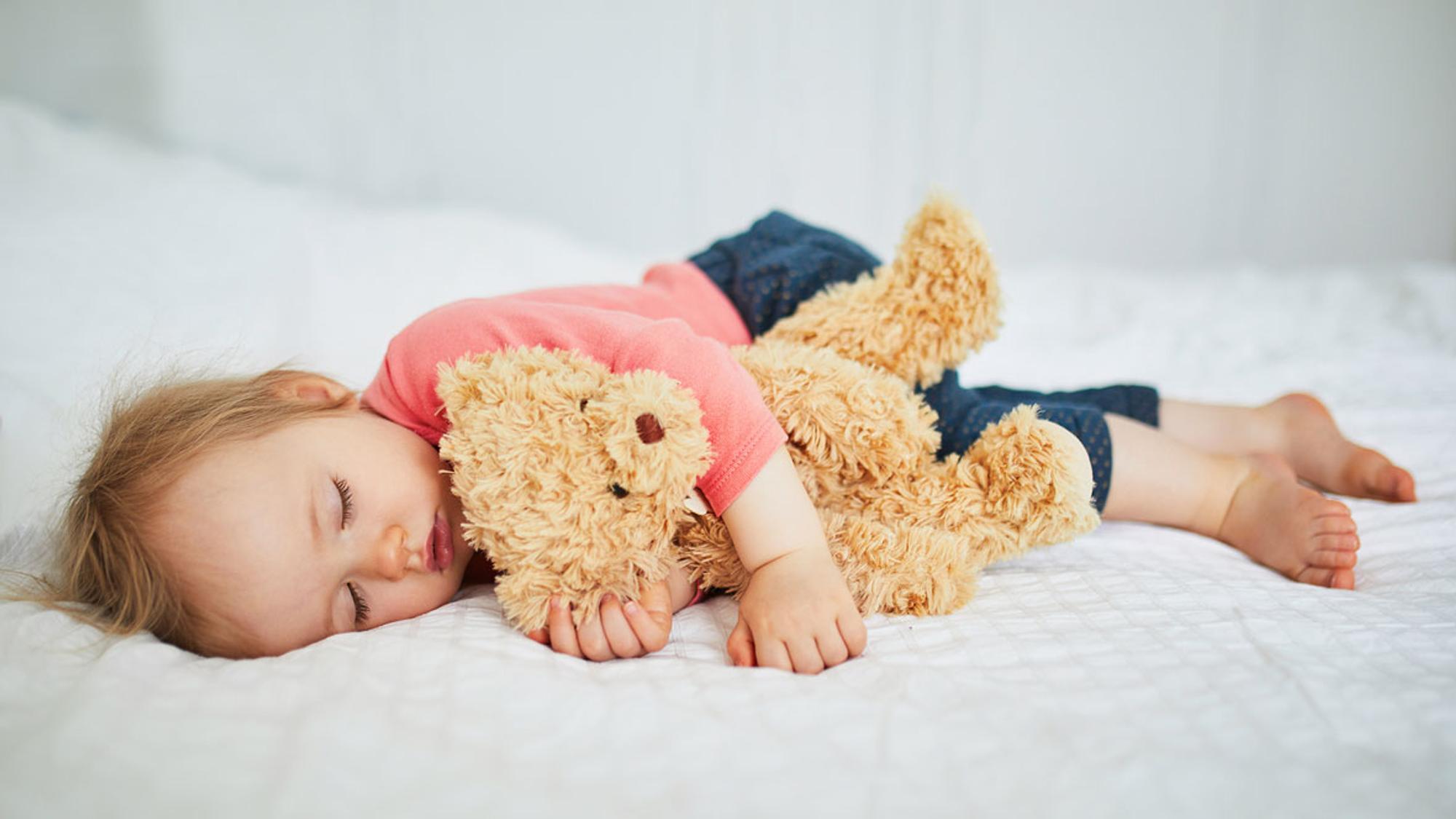 Wie lange dein Kind Mittagsschlaf braucht, ist ganz unterschiedlich.