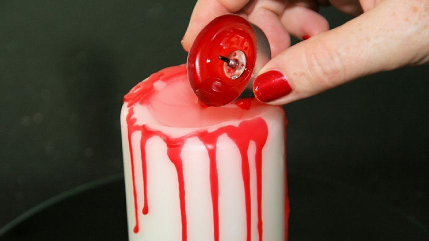 Gruselig: Diese Kerze blutet unaufhörlich