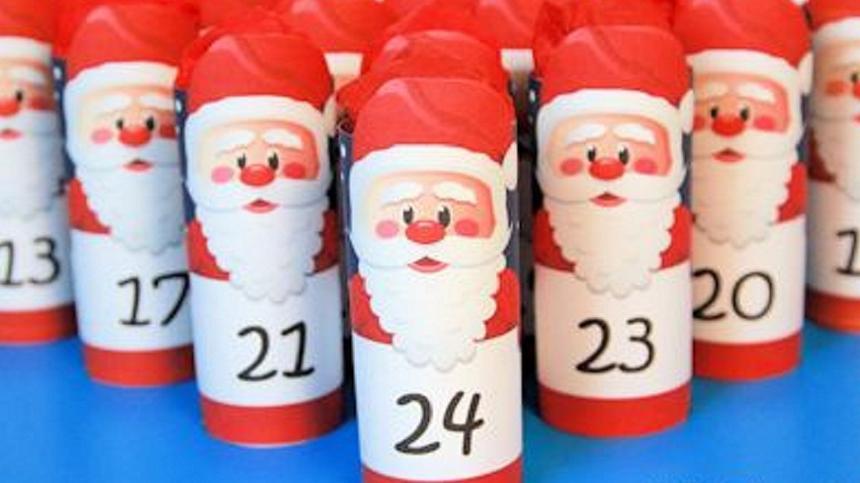 Kleine Weihnachtsmänner für den Adventskalender