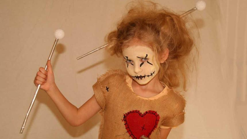 Ein Voodoo-Puppe-Kostüm selberzumachen ist gar nicht schwer - macht aber mächtig Eindruck!