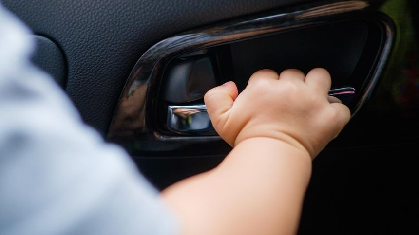 Kleinkind im Auto vergessen