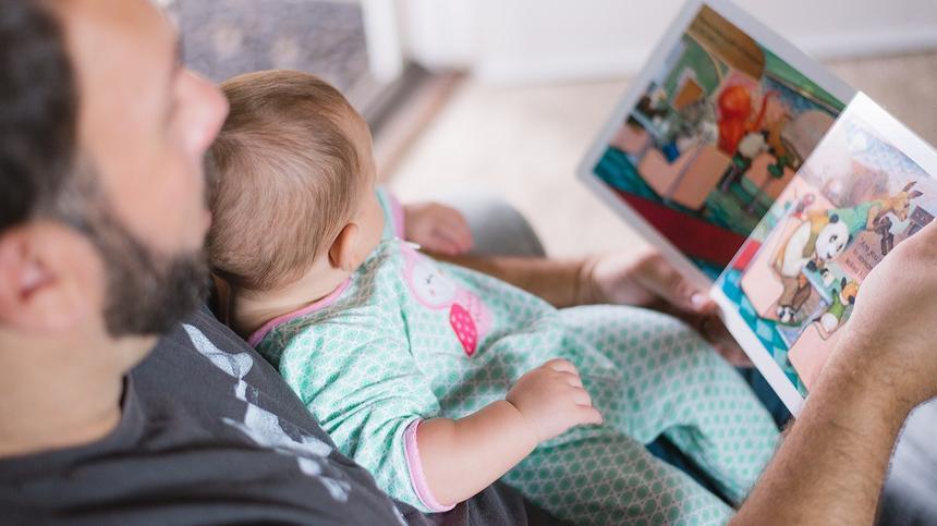 Wertvolle Momente für Vater und Baby