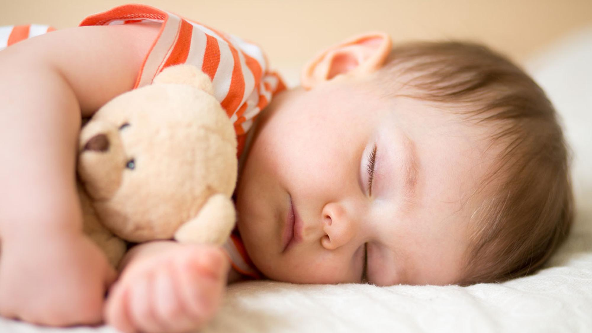 Ab wann kann ein Kind bei den Großeltern schlafen dürfen? Unsere Autorin finden, jetzt auf jeden Fall noch nicht!