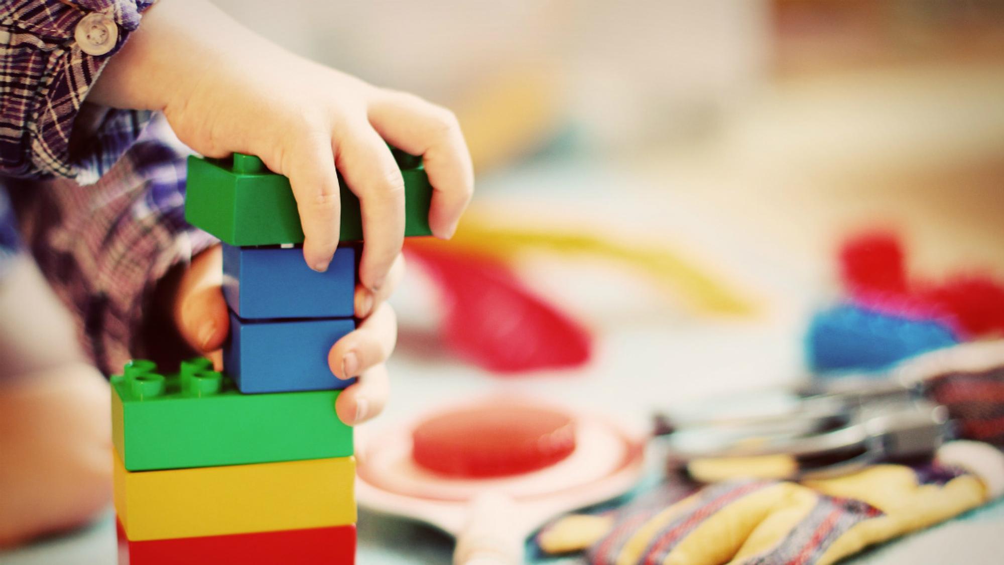 In der Kita gilt bei Spielzeugen - weniger ist mehr.