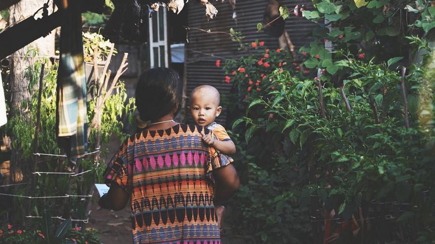 Baby-Talk sprechen Mütter auf der ganzen Welt