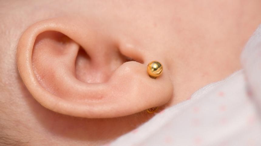 Ohrringe bei Babys, süß oder unnötig?