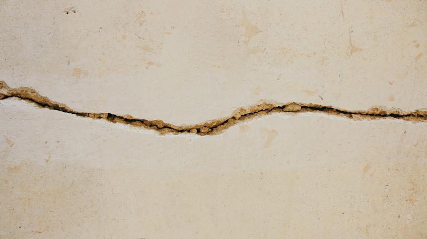 Ein Dammriss passiert häufig, aber nur selten sind die Risse schlimm