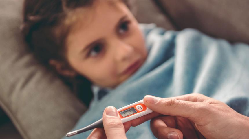 Plötzliches hohes Fieber ist ein typisches Scharlach-Symptom