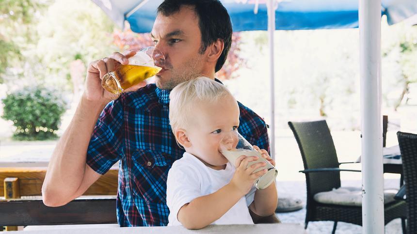 Alkohol vor den Kindern, muss das sein?