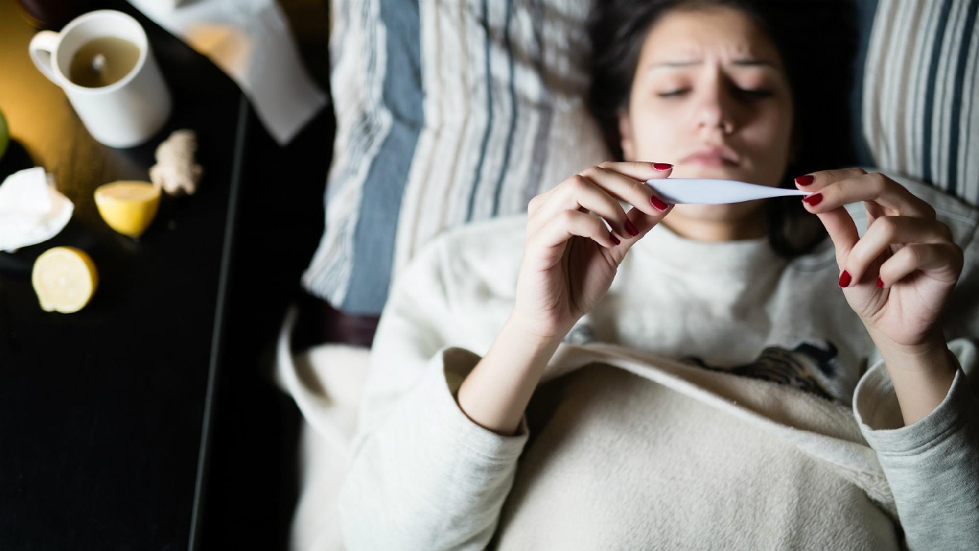 Scharlach & Schwangerschaft: Für dein Ungeborenes kann das gefährlich werden.