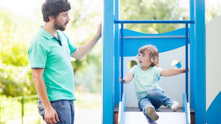 Huiiii!! Der Spaß auf einem Spielplatz ist für die meisten Eltern eher beschränkt.