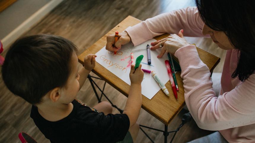 Bei der Schuleingangsuntersuchung wird getestet, ob das Kind reif für die Schule ist.