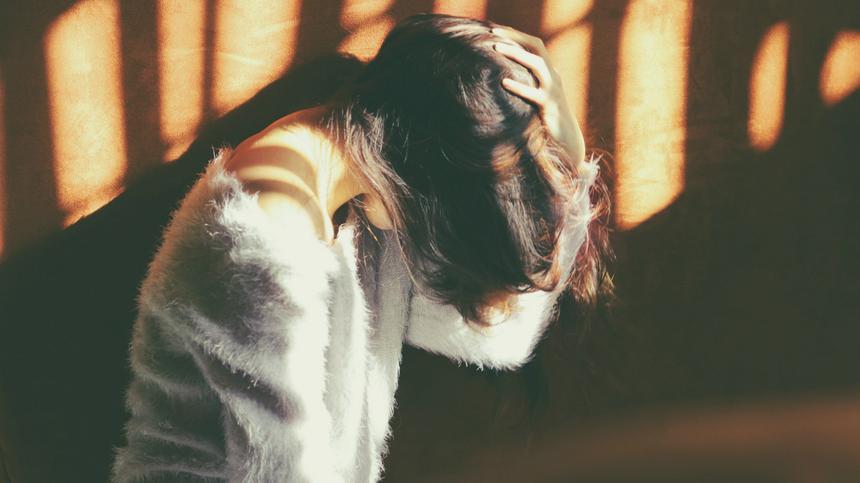 Kopfschmerzen in der Schwangerschaft sind ein lästiges Übel.