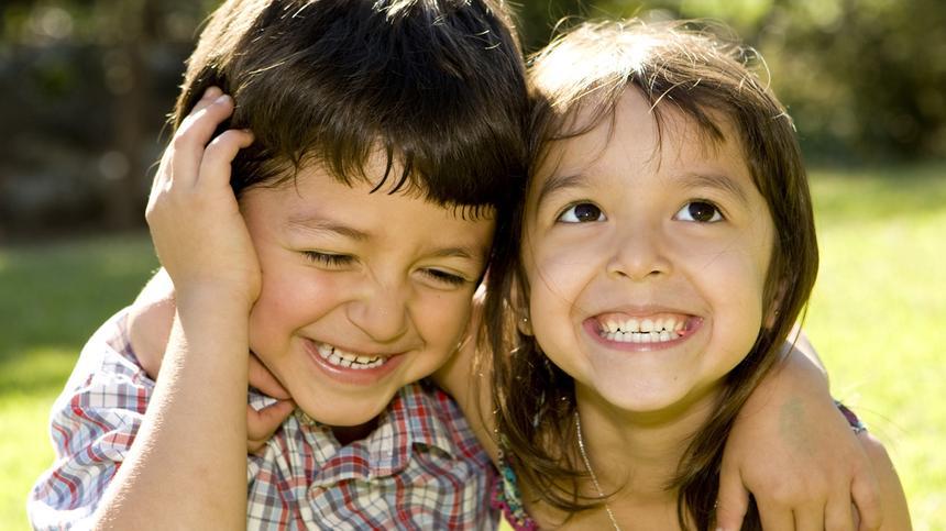 Freche Kindersprüche können niedlich, aber auch ziemlich peinlich sein!