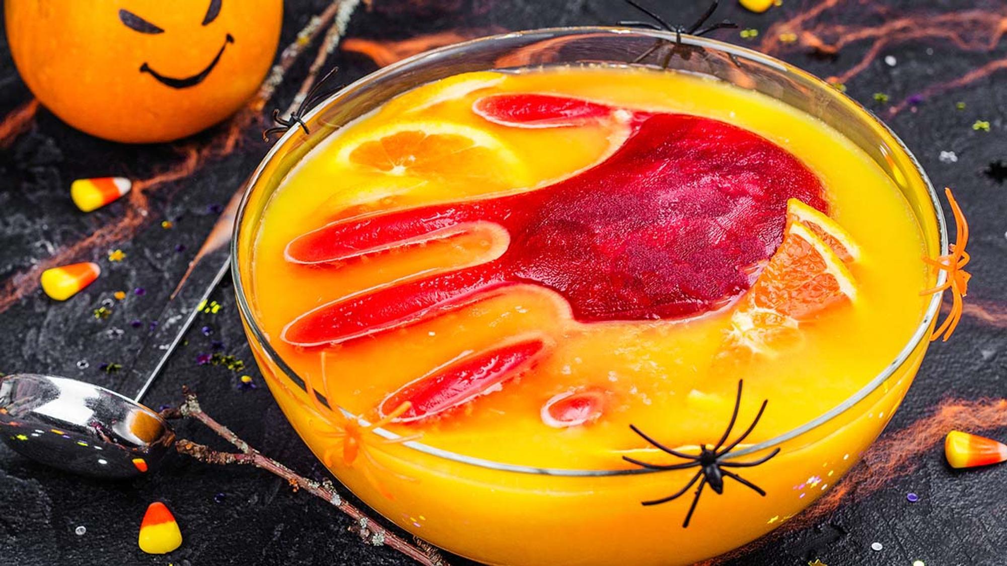Halloween Bowle mit Hand