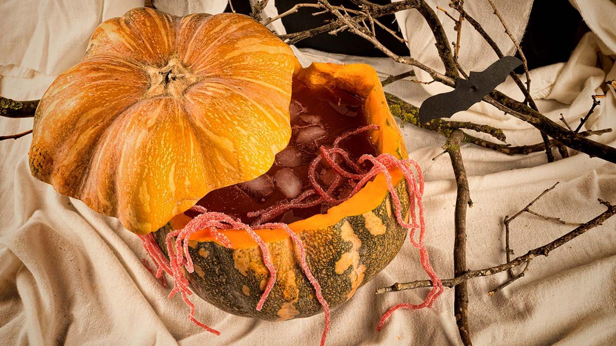 Halloween Bowle in Kürbis