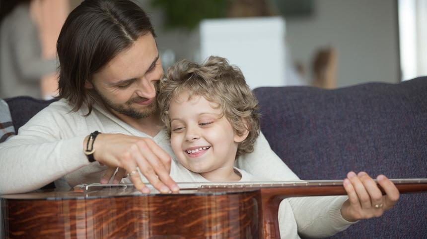 Die Verbindung zwischen Vätern und ihren Kindern ist etwas ganz Besonderes - bei der beide Seiten viel voneinander lernen können...