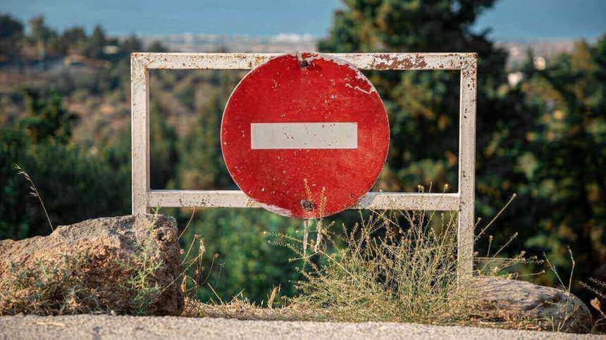 Schild: Durchfahrt verboten- Was dürfen Schwangere nicht essen?