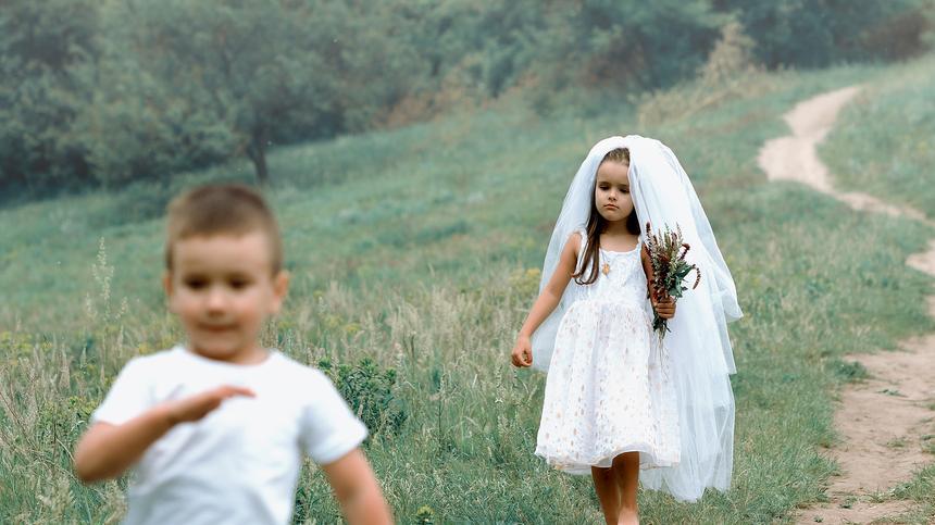 Für die erste große Liebe ist es nie zu früh - jedenfalls wenn es nach Daniela Kirschbaums Tochter geht...
