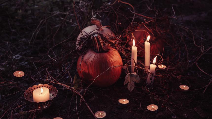 Schaurig schön: Hier findest du 14 Halloween Deko Ideen, die du ganz einfach selber basteln kannst.