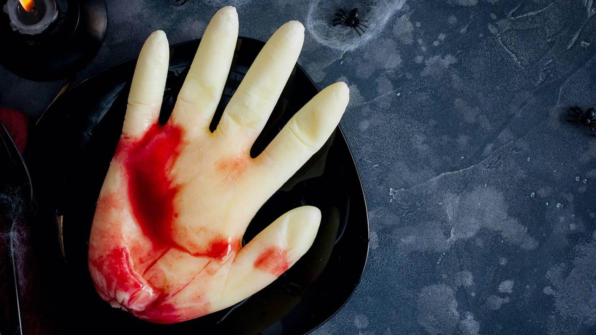 gefrorener Pudding in Form einer Hand