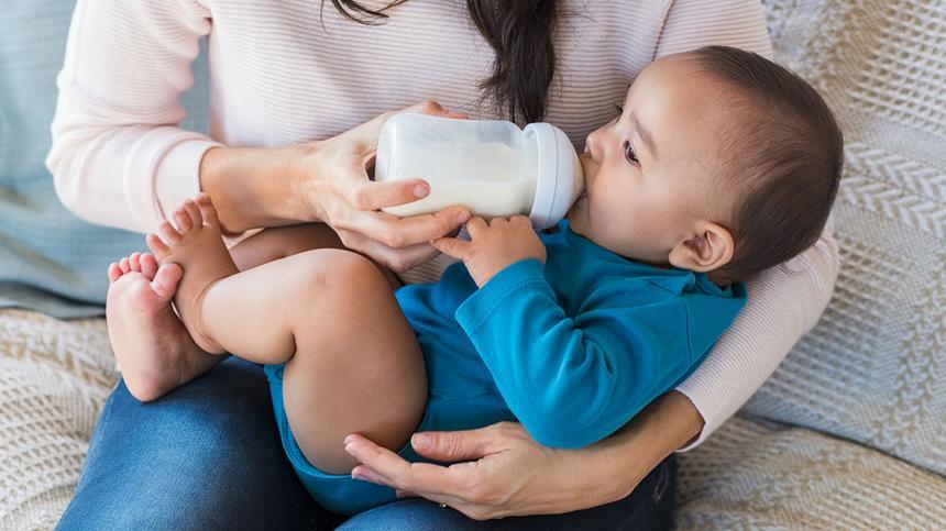Ab wann kann mein Kind Kuhmilch trinken?