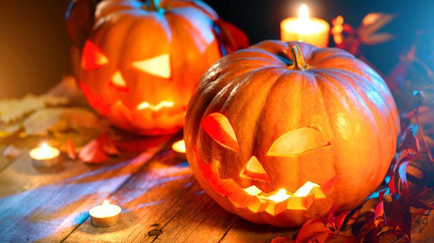 Halloween Kürbis schnitzen: Diese Anleitung macht's kinderleicht!