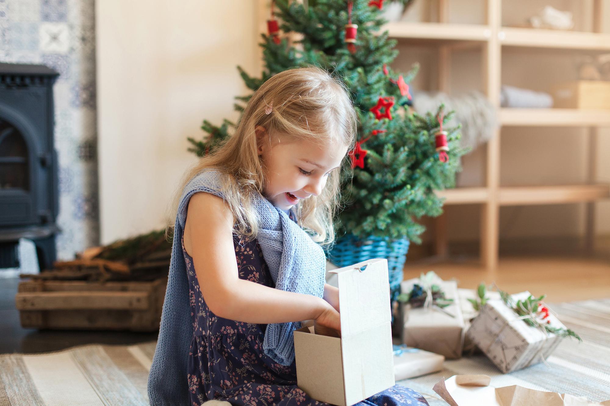 Welche Geschenke kommen bei Kindern wirklich an? Mama Daniela verrät ihre persönlichen Highlights.