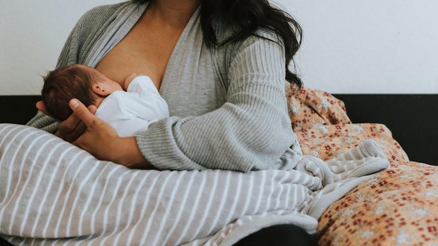 Clusterfeeding: Darauf musst du achten