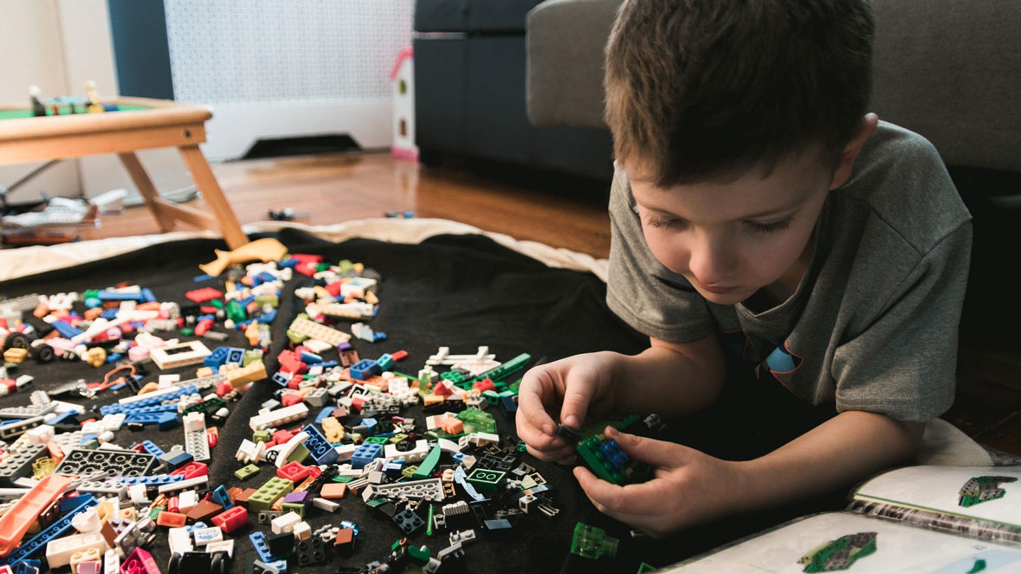 Mit spielerischen Konzentrationsübungen können Kinder ihre Konzentration steigern und Spaß haben.