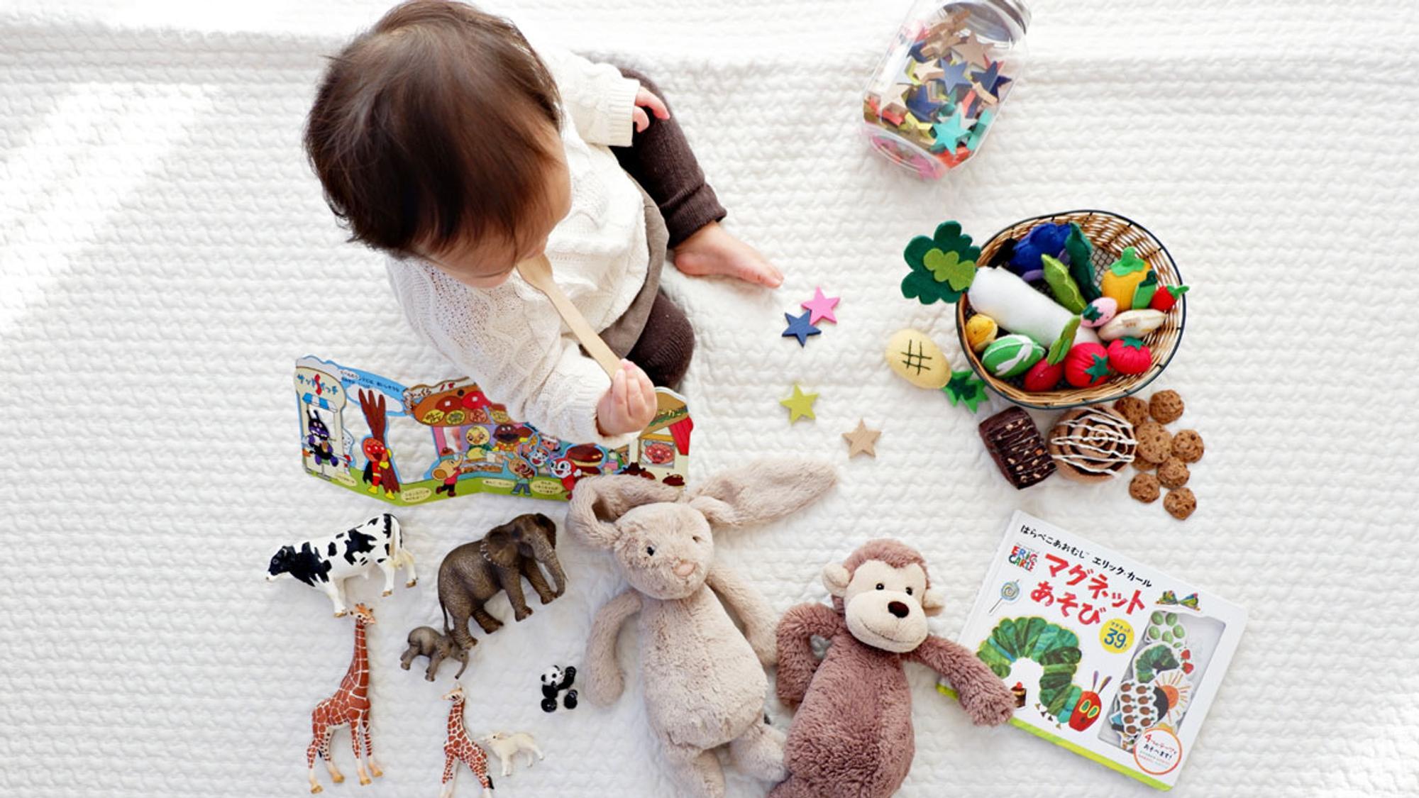Wie kann ich sicher sein, dass das Spielzeug für mein Kind ungefährlich ist? Siegel können da Orientierung bieten.