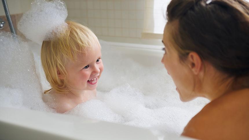 Ist es normal wenn Kinder ihre Eltern nackt sehen?
