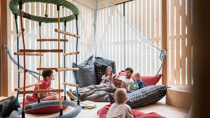 Im Feuerstein Hotel können Kinder toben und Eltern entspannen