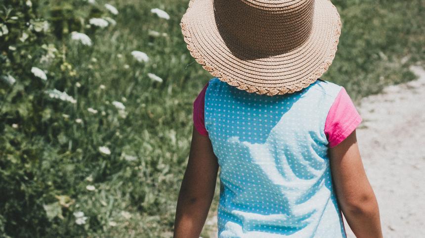 Daran erkennst du ein Sonnenallergie-Kind