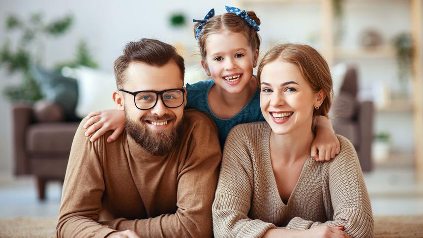 Das klassische Bild der Familie aus Vater und Mutter als Ehepaar mit biologischem Kind wird heute durch viele weitere Modelle ergänzt.