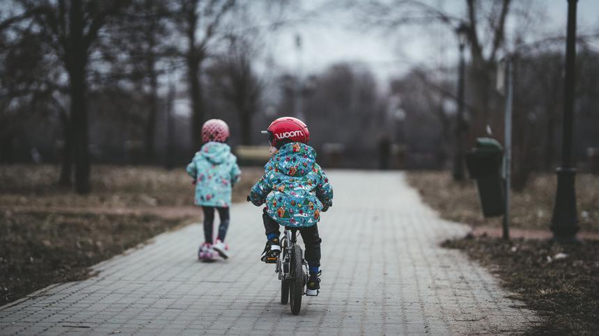 Viele Kinder fahren ohne Helm Fahrrad - das kann aber wirklich gefährlich sein