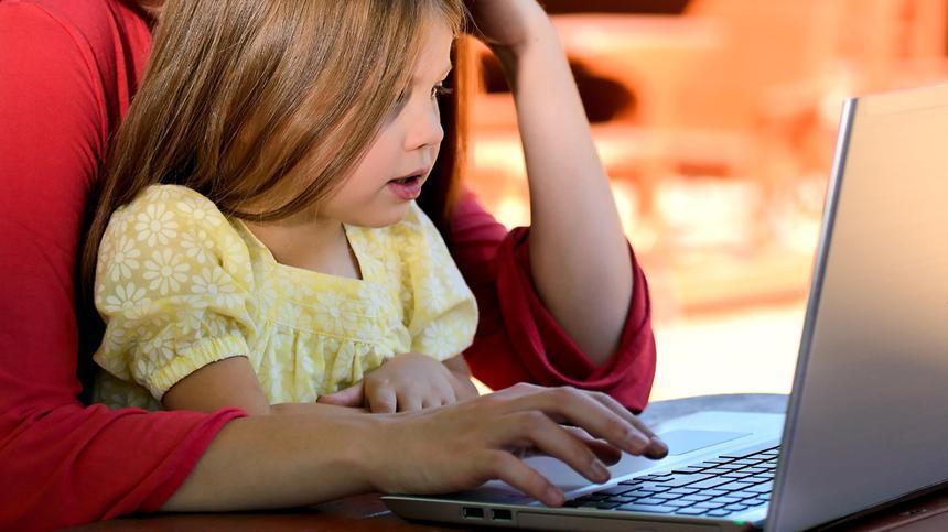 So bringt unsere Autorin Kind und Karriere unter einen Hut