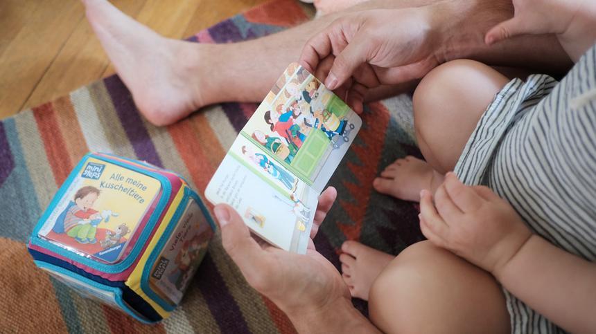 """Überzeugt """"Mein erster Bücher-Würfel"""" von Ravensburger die Test-Familien?"""