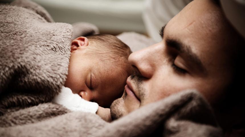 Vater werden - werdender Vater und Baby