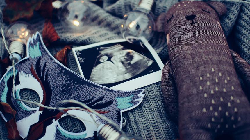 Aus den Andenken an deine Schwangerschaft kannst du kreative Kunstwerke machen.