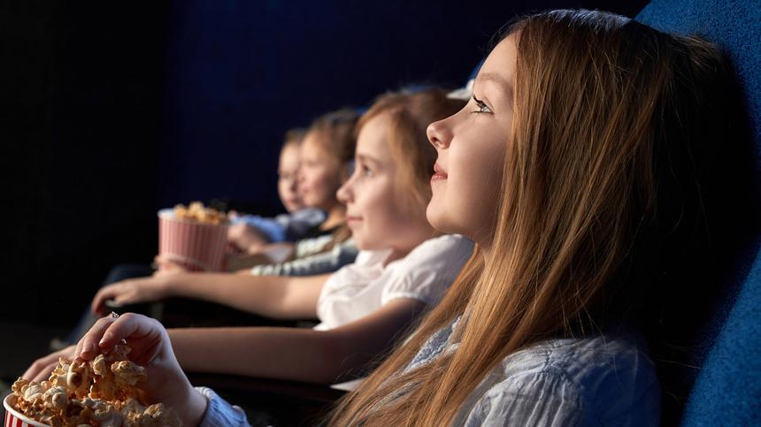 Hier findest du Empfehlungen für das perfekte Kino-Alter sowie Tipps für euren ersten Kinobesuch.