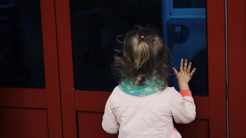 Kinder müssen draußen bleiben? Zumindest ihr Kinderwagen